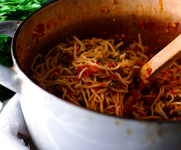 A pot of Spaghetti Puttanesca, ready to eat.
